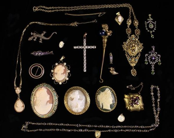 Lot 3 | Bijouterie & Cabinet Sale | Wilkinsons Auctioneers Doncaster