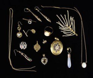 Lot 30 | Bijouterie & Cabinet Sale | Wilkinsons Auctioneers Doncaster