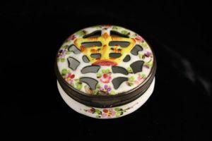 Lot 90   Bijouterie & Cabinet Sale   Wilkinsons Auctioneers Doncaster